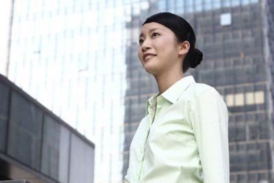¿Cuál es el rol de las mujeres en las ciudades y destinos?